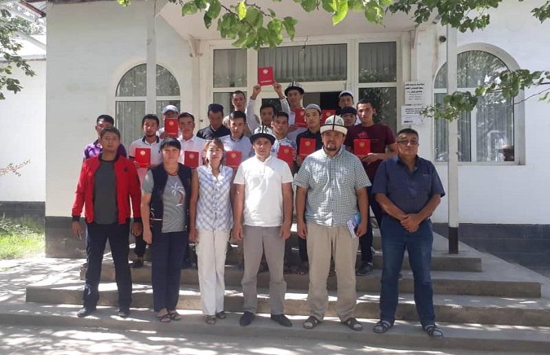 Баткендеги Муаз ибн Жабал медресесинин 30 студенти  ашпозчу кесибине ээ болушуп, кесиптик сертификаттарды алышты