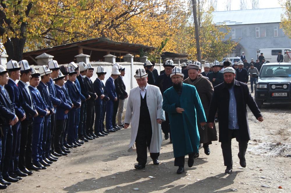 Азирети Муфтий расмий иш сапары менен Баткен облусуна барып, казыяттын ишмердүүлүгү менен жеринде таанышууда