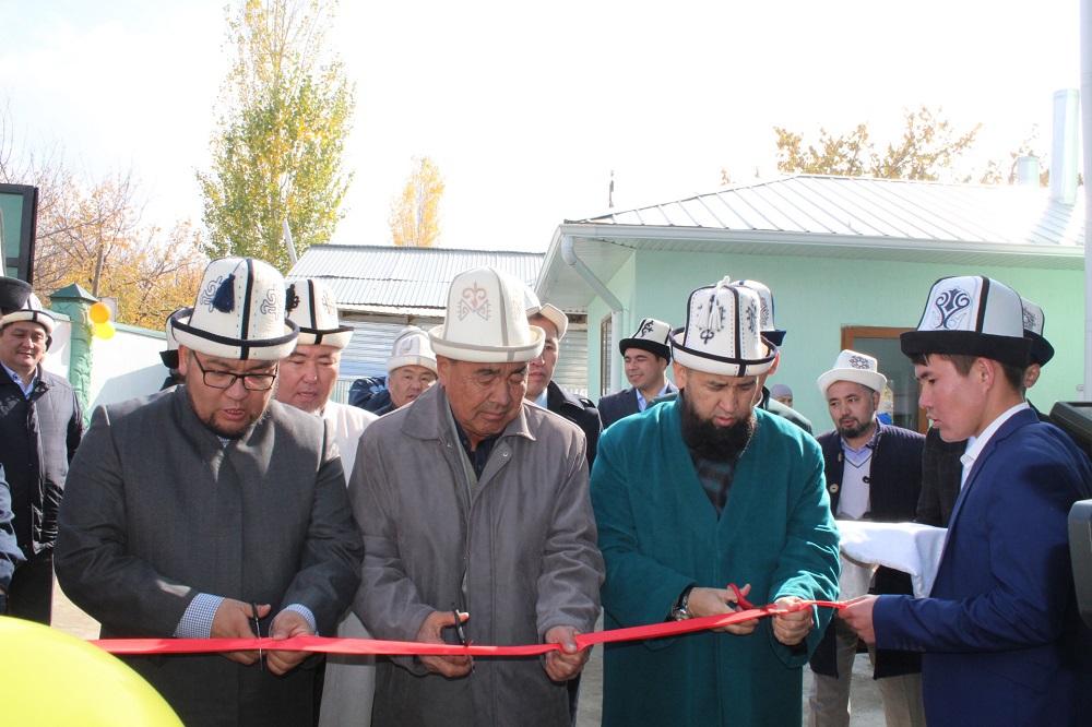 """Баткенде Азирети Муфтийдин катышуусунда 100 орундуу """"Жоро кызы Шарапат"""" атындагы кыздардын окуу бөлүмү ишке берилди"""