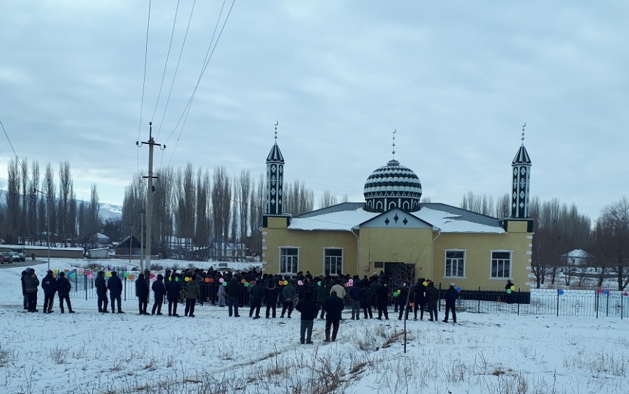 Бакай-Ата районунун Май айылында заманбап мечит колдонууга берилди