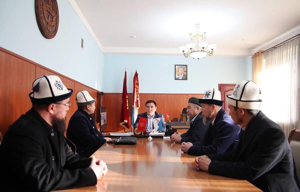 Ош шаарынын мэри Таалайбек Сарыбашов  Аалымдар Кеңешинин мүчөлөрүн кабыл алды