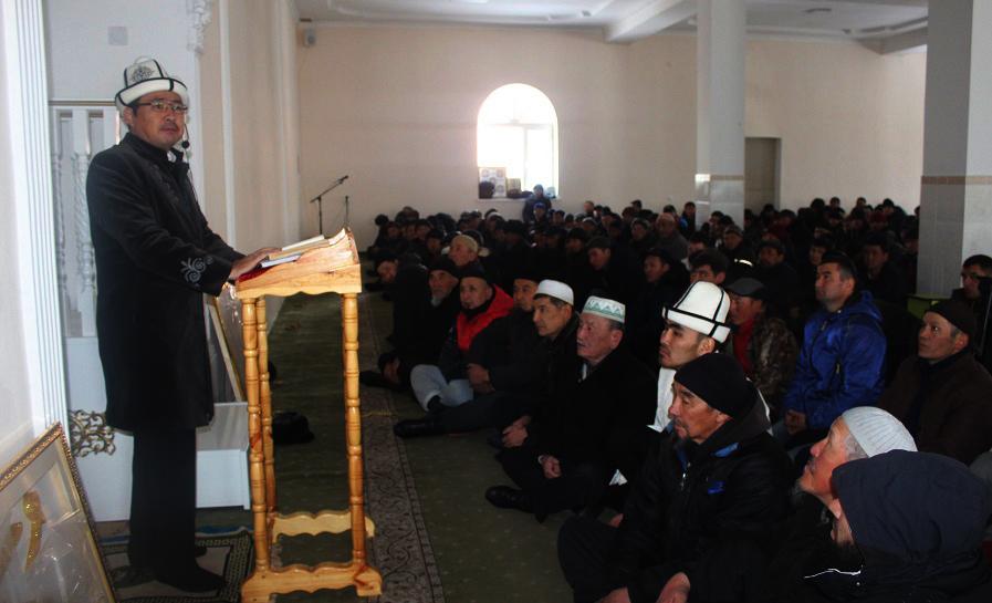 Нарын облусуна барган Аалымдар Кеңешинин мүчөлөрү жаштарды билимдүү болууга чакырышты
