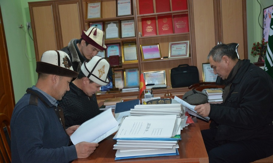 Жалал-Абад, Ош, Баткен облусунан ажылык сапарга катталган талапкерлердин документтери  текшерилүүдө