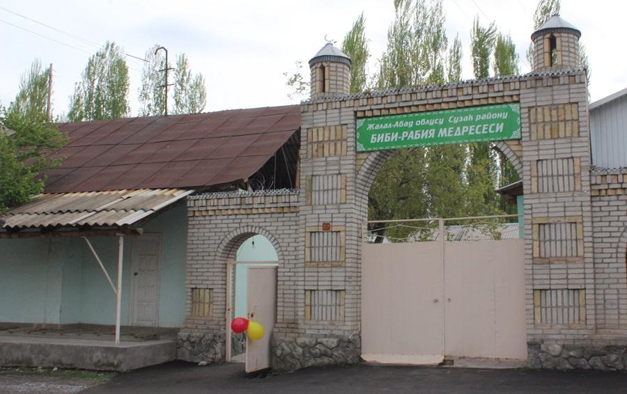Жалал-Абад казыяты тарабынан демилгеленген диний окуу жайлар арасындагы көчмө семинар «Биби Рабия» медресесинде өттү