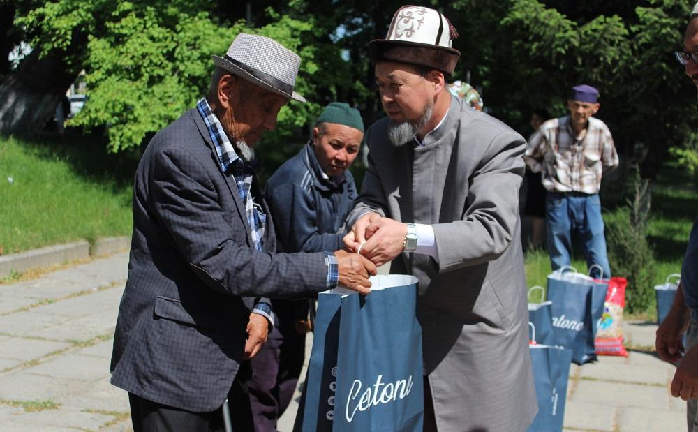 Ошто Рамазан айынын урматына 60 үй-бүлөгө кайрымдуулук жардамдары  таратылды