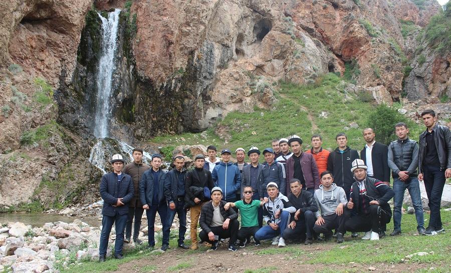 Кыргызстан Ислам Университетинин 20 студенти Нарын облусунун аймактарындагы мечиттерде  1 айлык практикаларын өтөштү