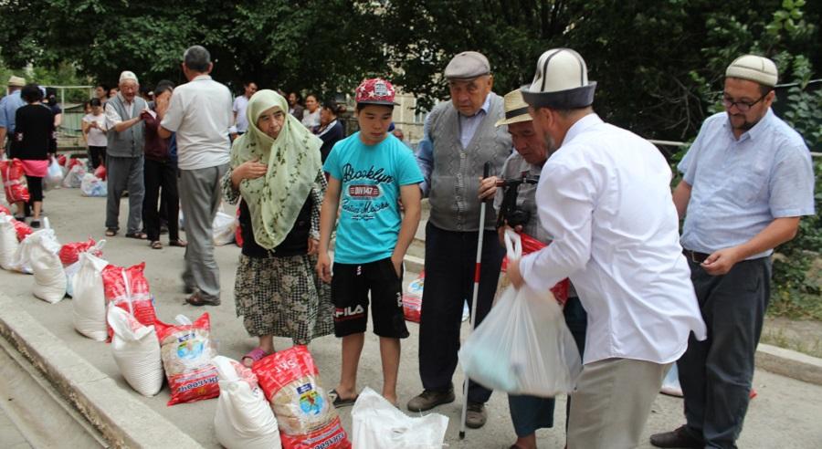 Ош шаарындагы азиздер үйүнө 68150 сомдук жардам көрсөтүлдү