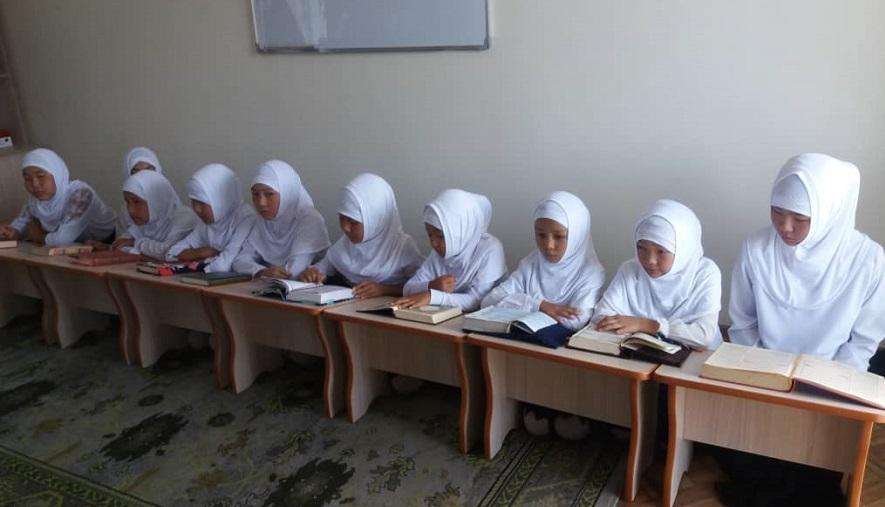 Калыс Ордодо 15 жаш жеткинчек кыздар 2 айлык курстан өтүштү