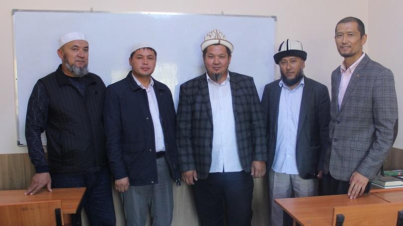 Бишкек казыятынын эмгек жамааты «Азирети Умар» Куран жаттоо борборунун ишмердүүлүгү менен жеринен таанышты