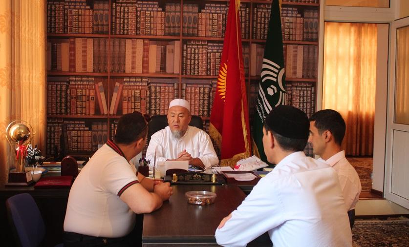 Ош шаарынын казысы Убайдилла ажы Сарыбаев чет элдик туристтерди кабыл алды
