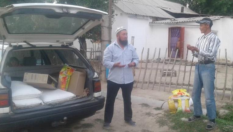 Кырк-Казык айылында аз камсыз болгон 15 үй-бүлөгө азык-түлүк таратылды