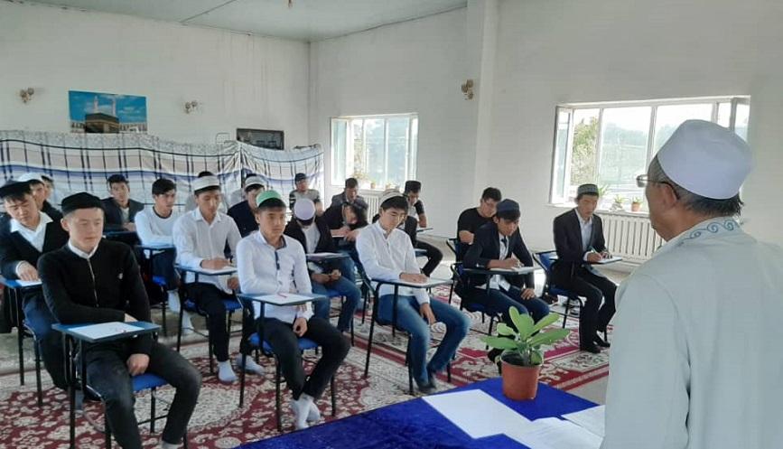 Чүй облусундагы диний окуу жайларда студенттердин патриоттук сезимин ойготуу максатында ачык сабак жана лекциялар өткөрүлдү