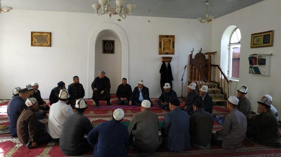 Талас облусунун казысы Таалайбек ажы Бапиев имамдарга мечиттердин документтерин тездеттүүнү тапшырды