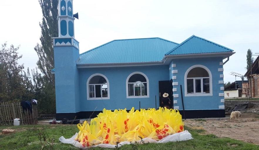 Жети-Өгүздүн Жалгыз-Өрүк айылында жардамга муктаж 40 үй-бүлөгө азык-түлүк таратылды