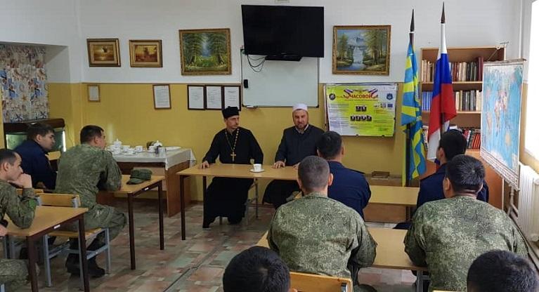 «Азери» мечитинин имамы Кант шаарындагы «Кант» авиабазасынын кызматкерлерине лекция өттү