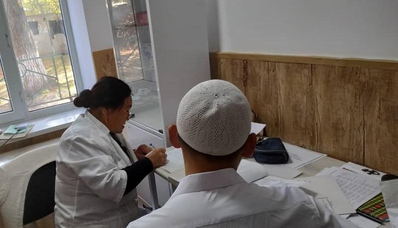 «Равза» медресесинин студенттери медициналык кароодон өтүштү