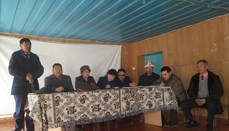 Ат-Башы районунун баш имам хатиби Абдулло ажы Тахировдун катышуусунда элге түшүндүрүү иштери жүрүүдө