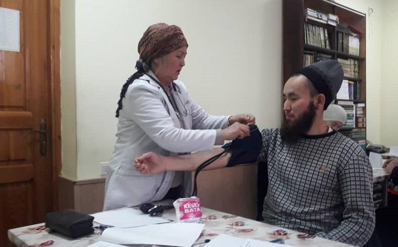 «Көлмө» медресесинде окутуучулар жана студенттер медициналык кароодон өтүштү