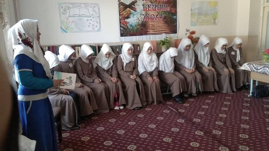 Баткенде «Имам Азам» медресесинде студенттер арасында Куран жарышы болуп өттү