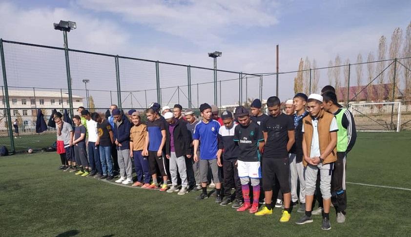 Баткен шаарындагы Муаз ибни Жабал медресенде футбол боюнча тайпалар ортосунда таймаш өттү