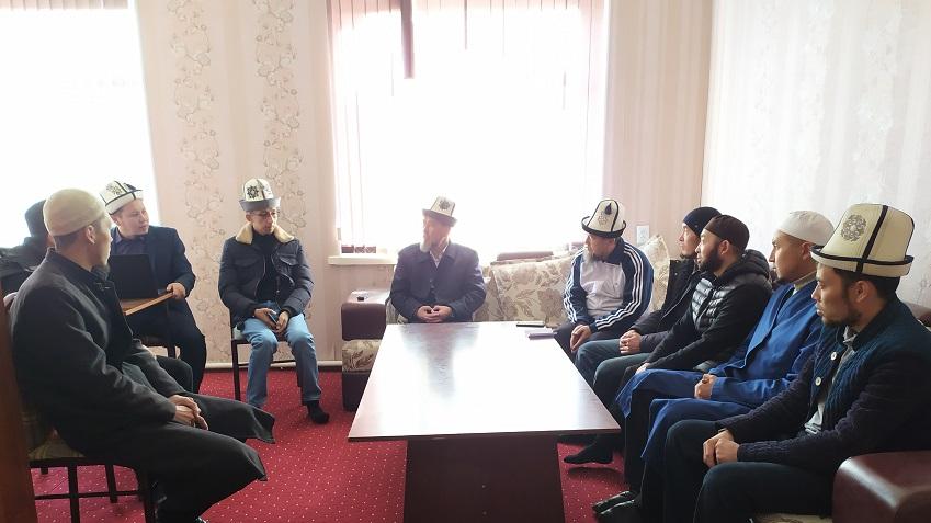 «Ал-Бухарий» Ислам институнун студенттери жума хутбаларын өтүшөт