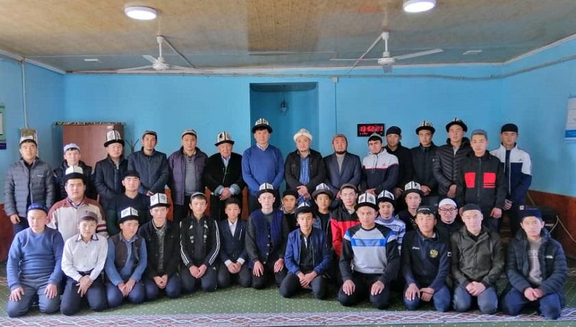 Эмгек жана социалдык өнүгүү министри Улукбек Кочкоров «Нур» Куран жаттоо медресесинин студенттери менен жолукту