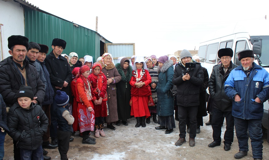 Фото-Ош облустук мусулмандар казыяты Памирден көчүп келген этникалык кыргыздарга 400 миң сомдук жардам көрсөттү