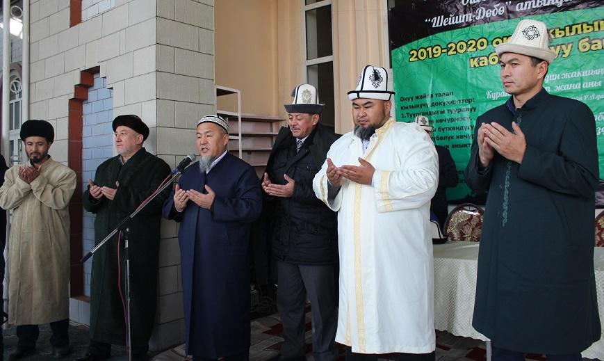 """Ош шаарындагы """"Шейит-Дөбө"""" мечитинин жанында 50 балага ылайыкташкан Куран окуу борбору ачылды"""