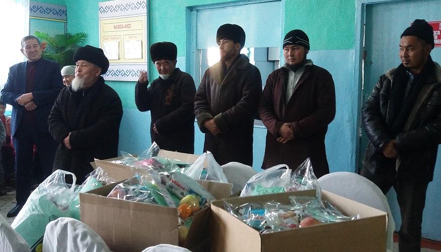 Кара-Кулжа районунун имамдары Марат Разаков атындагы балдар үйүнө 17000 сомдук жардам көрсөттү