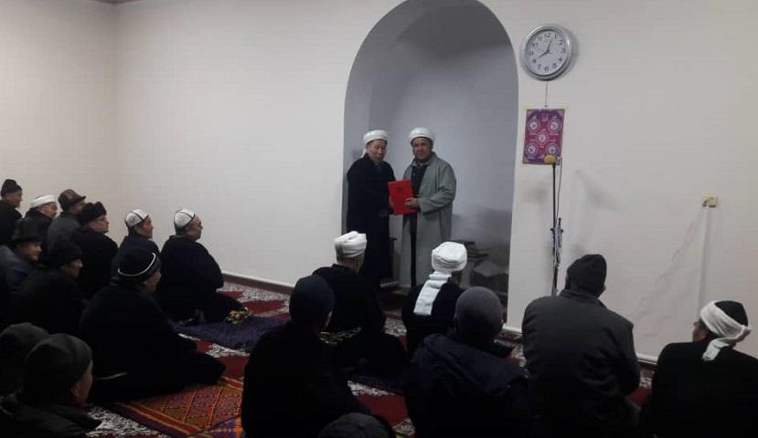 Баткен районундагы «Абу Бакр Сыддык» мечитинин имам Джума Худжаев ардак грамота менен сыйланды