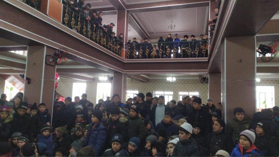"""Жалал-Абад облусундагы """"Азирети Билал"""" мечитинде өспүрүмдөр арасында Куран жарышы болду"""