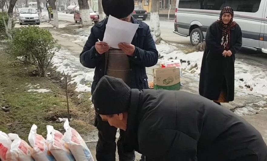 Кара-Суу районунун Төлөйкөн айыл өкмөтүндө имамдын демилгеси менен жардамга муктаж 20 жаранга 30 000 сомдук жардам көрсөтүлдү