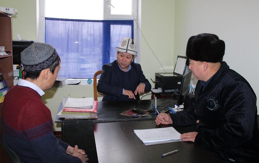 Азирети Муфтийдин орун басары Жоробай ажы Шергазыев ажылыктын каттоо иштеринин жүрүшү менен таанышты