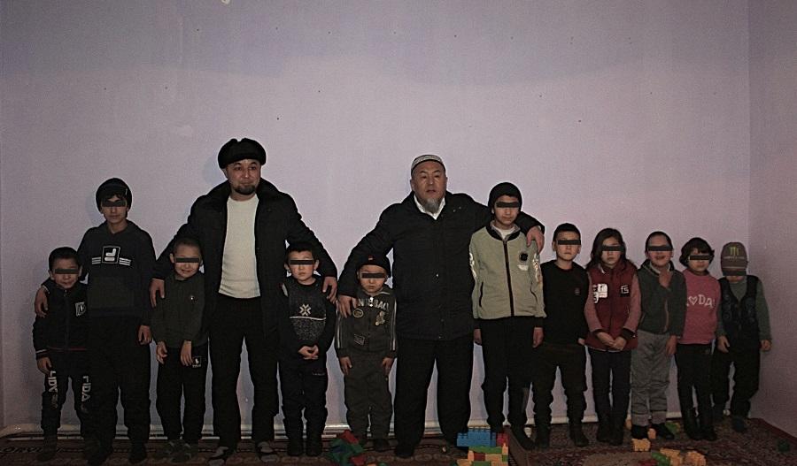 """Ош шаарынын казысы Убайдулла ажы Сарыбаев """"Наристе"""" ден соолугунан жабыркаган балдар үйүн зыярат кылып, аларга кубаныч тартуулады"""