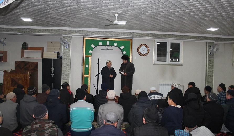 Ош шаарынын имамдары Куранды кырааты менен окутууда 3 айлык окуу курсунан өтүшүүдө