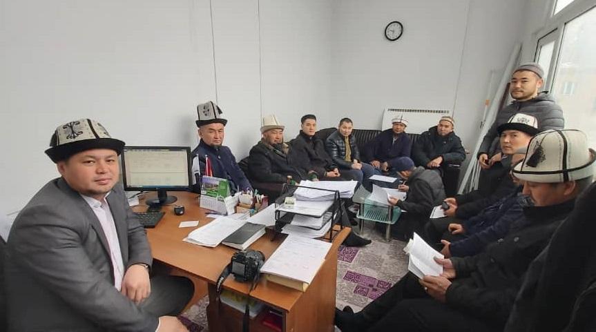 Бишкек шаарынын казысынын орун басары имамдарга мечиттердин иш кагаздары боюнча түшүндүрмө берди