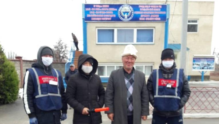Чолпон-Ата шаарынын баш имам хатиби Абдыразак ажы Балтабаев элге түшүндүрүү иштерин жүргүзүүдө