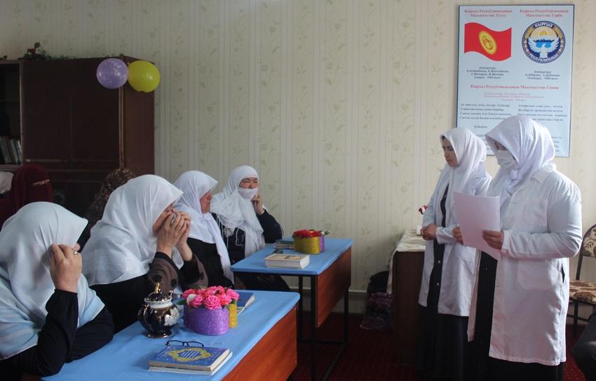 """Жалал-Абаддагы """"Айша Мадания"""" окуу борборунда медайымдар коронавирусту алдын алуу боюнча түшүндүрүү иштерин жүргүздү"""