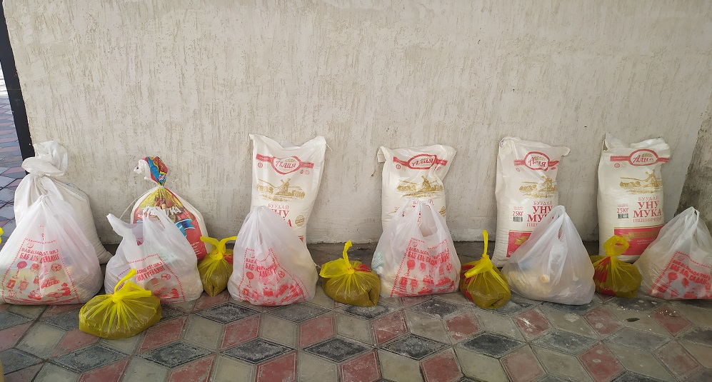 Кара-Кулжа районунда жардамга муктаж 6 үй-бүлөгө 15,000 сомдук азык-түлүк тапшырылды