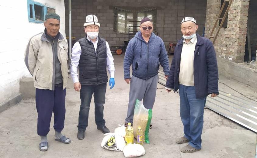 Кант шаарындагы колу жука үй-бүлөлөргө 30 миң сомдук азык-түлүк таратылды