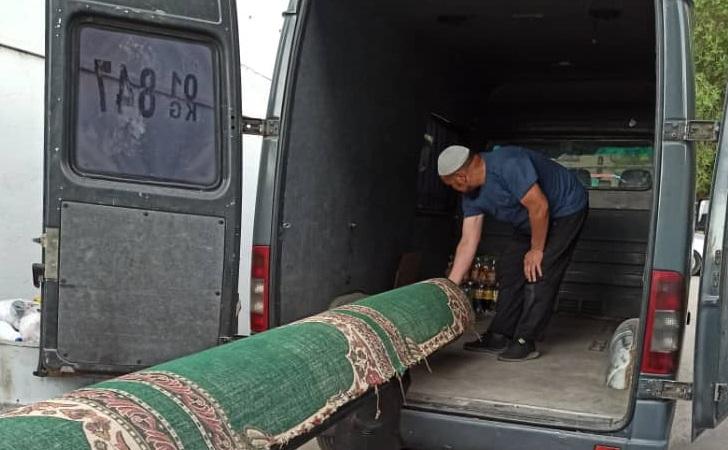 «Бакай Ата» мечитинин килемдери толугу менен жуулуп, тазаланды