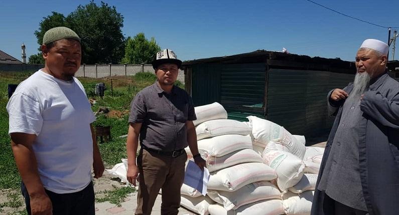 КМДБ тарабынан Бишкек шаарындагы дин кызматкерлерге 160 кап ун таратылып берилди
