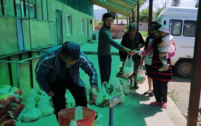 Бишкек шаарында жашаган Жети-Өгүздүк биртуугандар жердештерине жардам колун сунушту