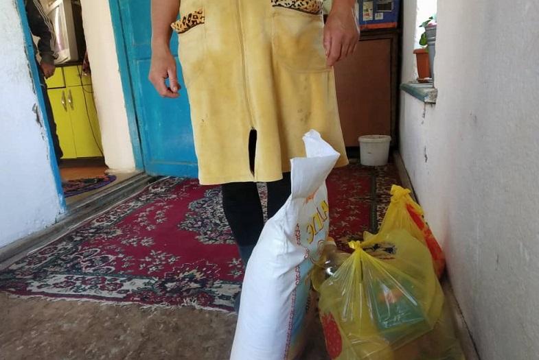 Кызыл-Суу айылынын тургундарына жеке ишкерлер 200 000 сомдук жардам көрсөттү