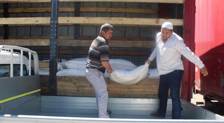 КМДБ тарабынан Ош облусундагы жардамга муктаж үй-бүлөлөргө 210 мүшөк ун келди