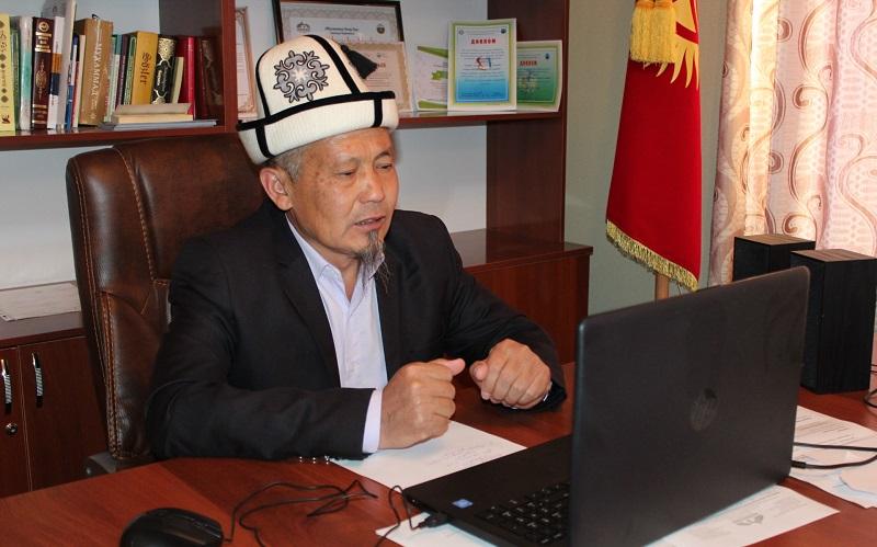 Баткен облуснун казысы Пазыл ажы Султанмуратов баш имам хатибдерге онлайн жыйын өткөрдү