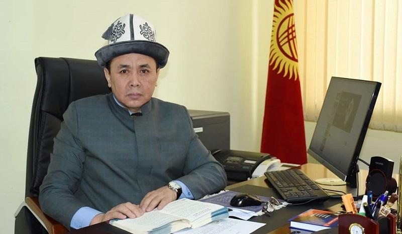 Мектепти аяктап, армияда кызмат өтөп, Ташкентте билимин улантып, кийин «Ал-Азхар» университетин бүткүргөн Нарматов Абдишүкүр Исламовичтин өмүр таржымалы