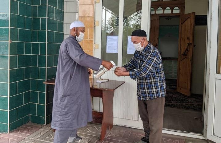 Баткен районунун мечит имамдарына мечитерде санитардык талапты так сактоо боюнча түшүндүрүү иштери жүргүзүлдү