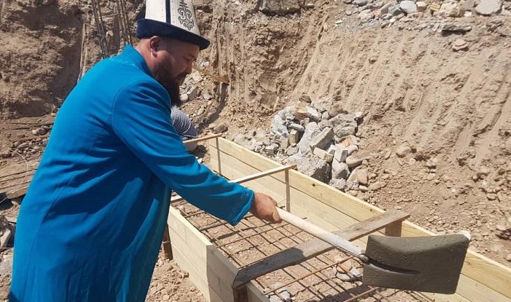 Базар-Коргон районунда бир кылым болгон мечит заманбап болуп курулууда