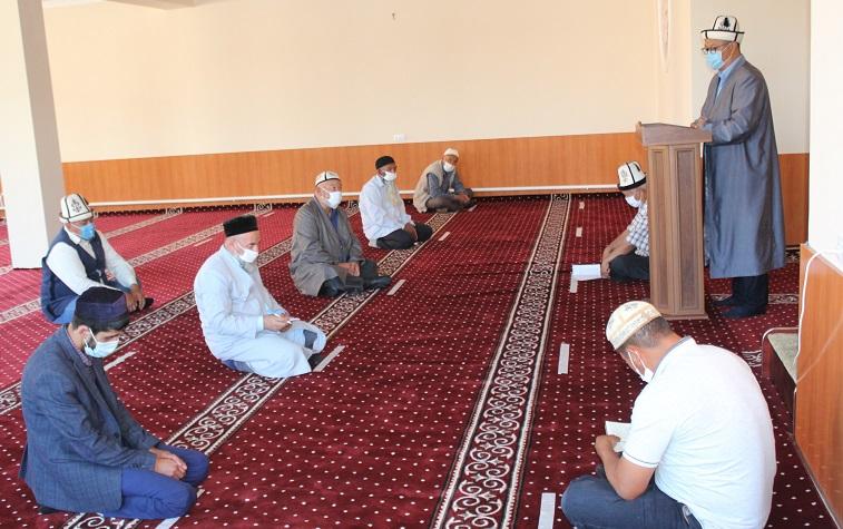 Жалал-Абад облусунун казысы имамдарды мечитке келүүнүн эрежелерин, талаптарын калкка түшүндүрүүгө чакырды